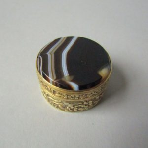FINE AGATE & SILVER CHINESE EXPORT PILL BOX