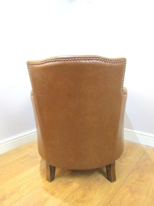 HANDSOME CONTINENTAL LEATHER CLUB CHAIR